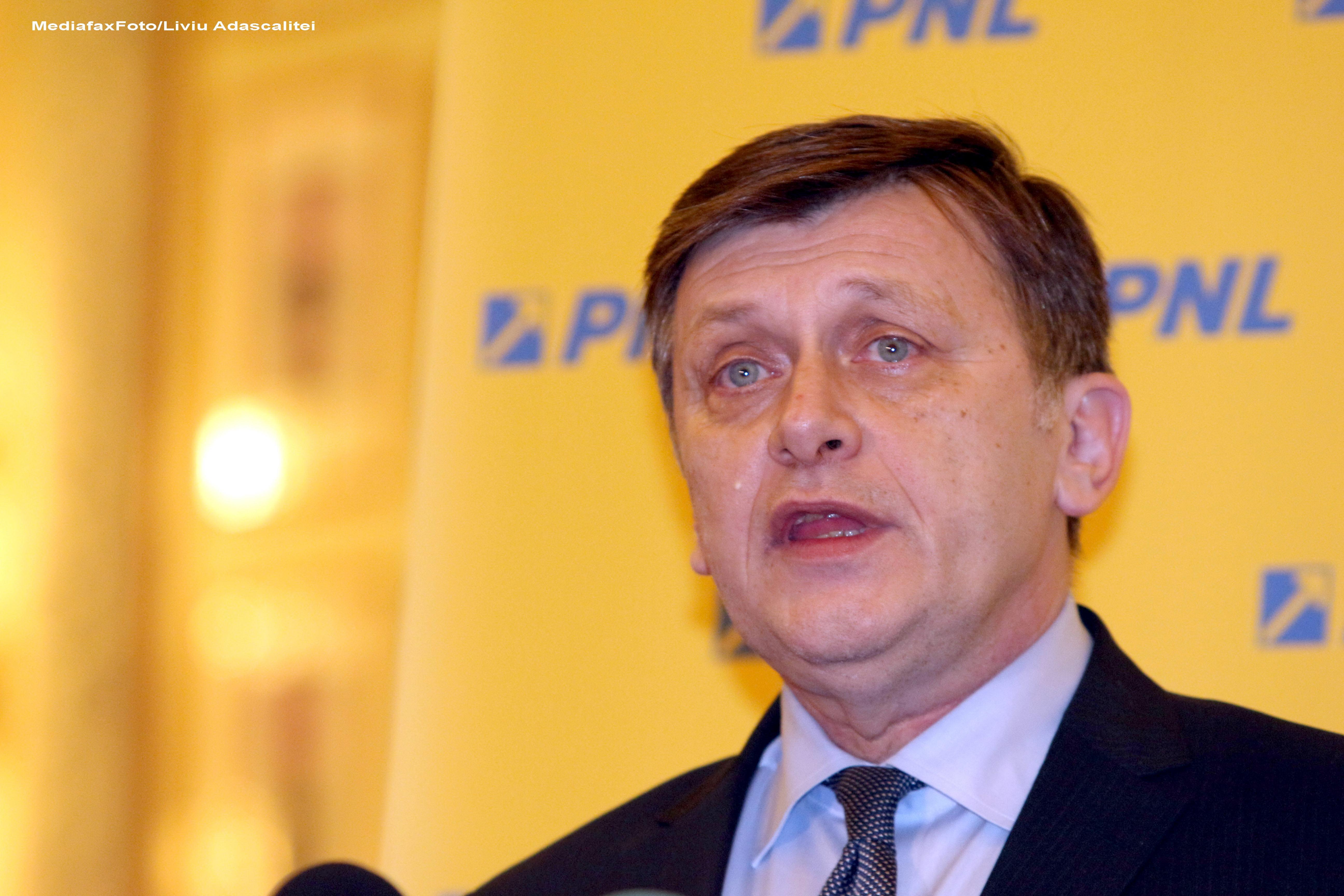 Crin Antonescu: Congresul PNL va avea loc pe 28-29 iunie. O comisie va pregati un nou statul al partidului