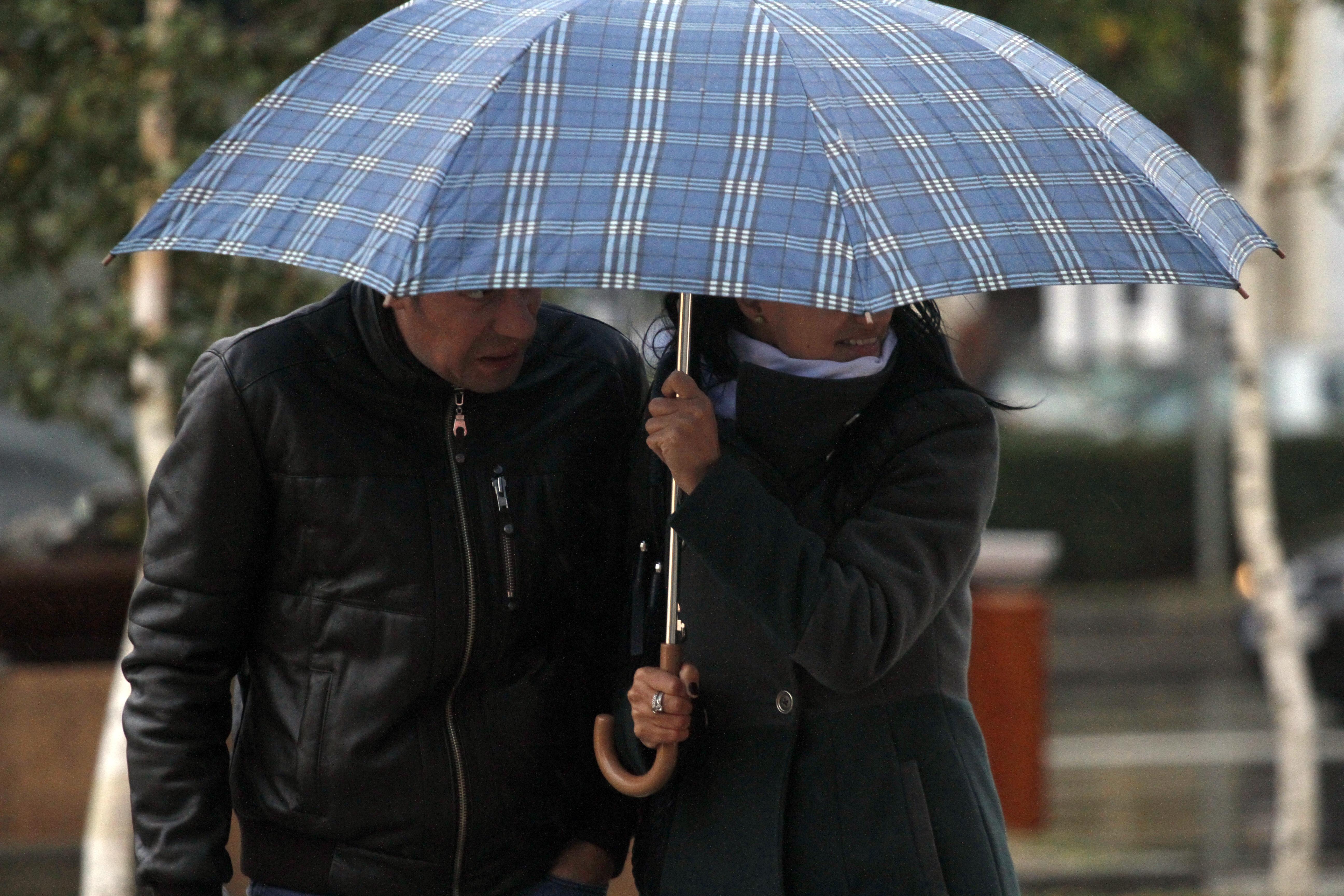Romania trece la ora de vara cu o vreme mohorata si precipitatii in toata tara. Cand se opresc ploile