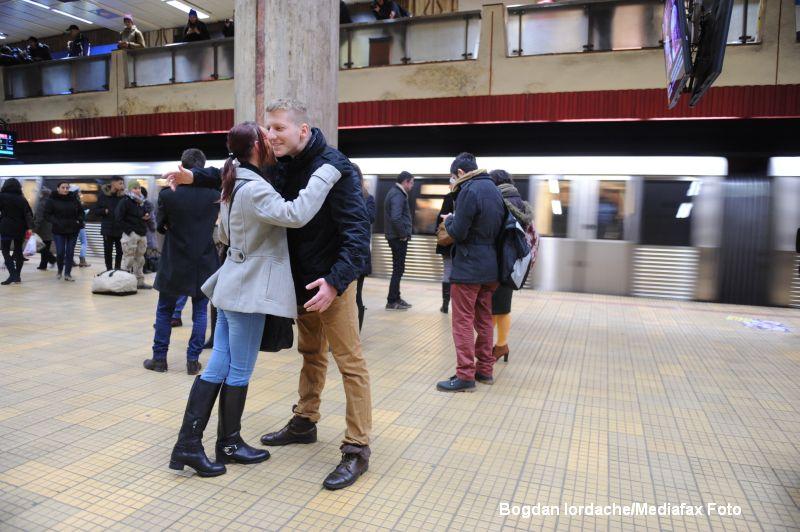 Frozen Bucharest - un nou eveniment la metroul din Bucuresti. Cum s-au distrat zeci de tineri