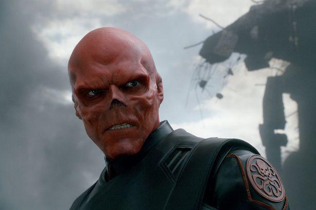 Si-a dorit sa arate la fel ca personajul negativ din Captain America. Rezultatul obtinut dupa interventia chirurgicala