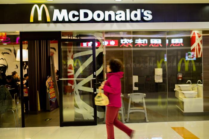 """Un dinte de om a fost gasit in cartofii prajiti de la McDonald`s. Compania: """"Nu exista indicii ca ar fi fost prajit"""""""