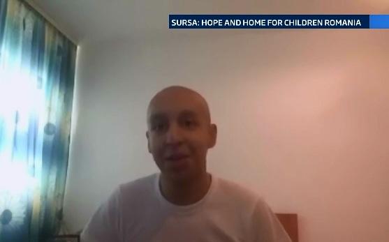 Gestul impresionant al unui tanar bolnav de cancer. Alex a donat banii primiti in urma unei cine caritabile copiilor orfani