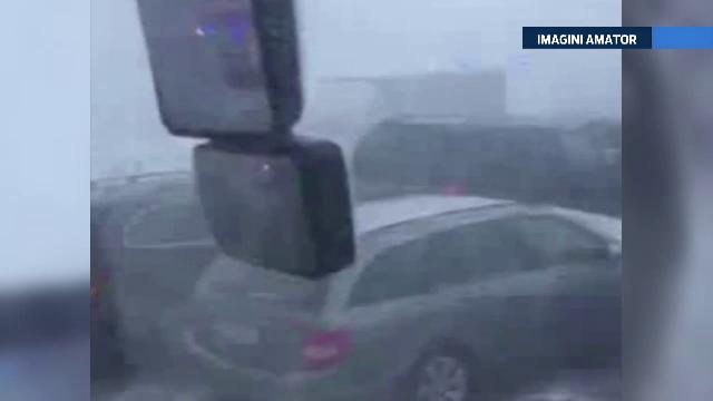 Accident in lant pe o autostrada din Austria, cu 60 de masini implicate si 20 de raniti. Un sofer roman a filmat dezastrul