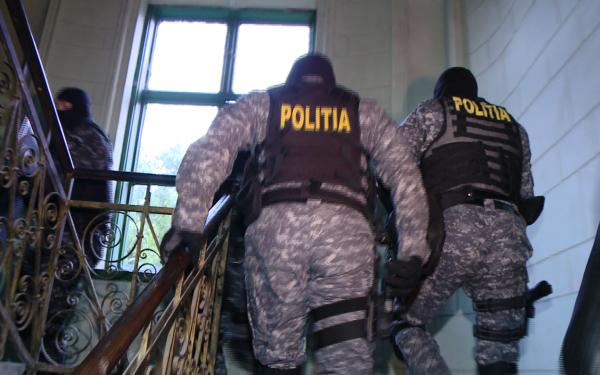 Cei doi turci suspectati de spionaj si interceptari ilegale au solicitat azil politic in Romania