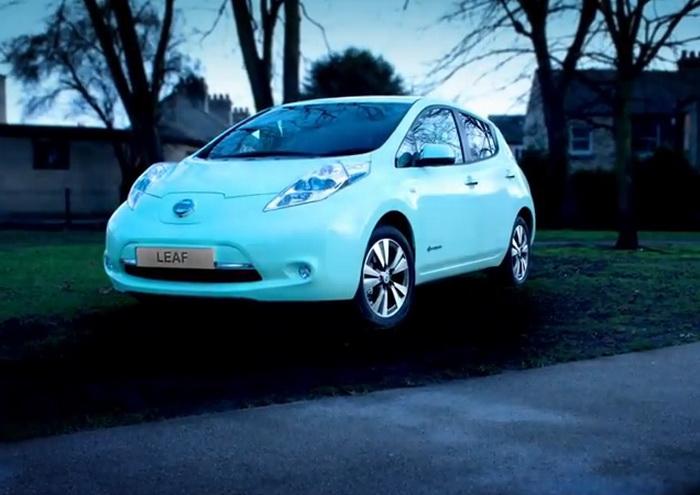 Nissan a creat masina care straluceste in intuneric pana la 10 ore. VIDEO