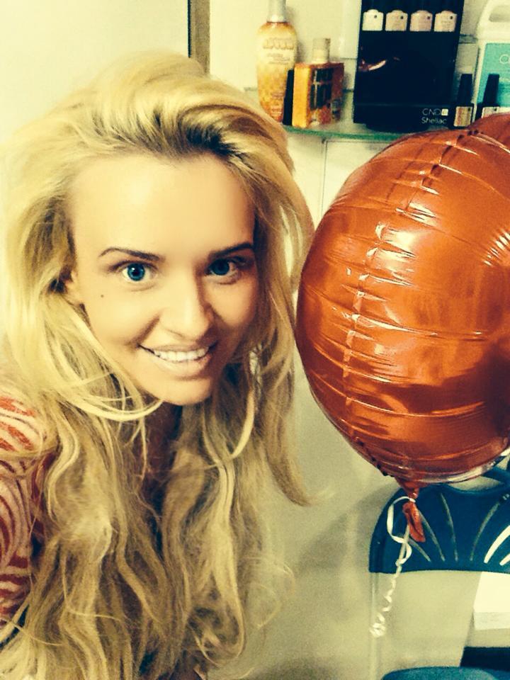 A cheltuit aproape 30.000 de euro sa arate ca Pamela Anderson. Transformarea unui fotomodel din Marea Britanie: FOTO