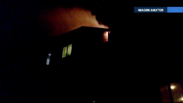Panica intr-un bloc din Flamanzi, dupa ce mansarda a luat foc. Incendiul a fost provocat de o centrala termica