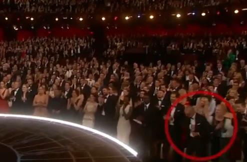 VIDEO. Michael Keaton (Birdman) isi pune discursul de multumire in buzunar dupa ce afla ca Eddie Redmayne a castigat Oscarul