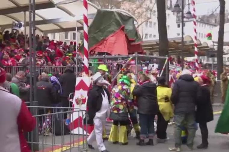 Masuri de securitate sporite la Koln, pentru Carnaval. Au crescut vanzarile de spray-uri cu piper sau cu gaz iritant