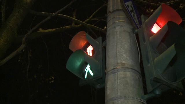 Doua semafoare defecte le-au dat batai de cap pietonilor dintr-o zona aglomerata a Capitalei. Situatia periculoasa creata