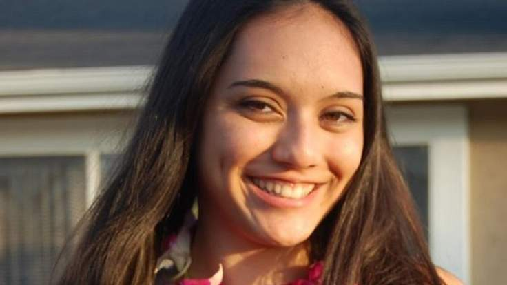O tanara din SUA a fost impuscata mortal in timp ce vorbea la telefon cu tatal ei. A inceput sa repete: