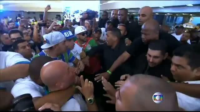 Bataie la finalul Carnavalului de la Rio. Scandalul a pornit de la refuzul juratilor de-a face publice notele de la defilare