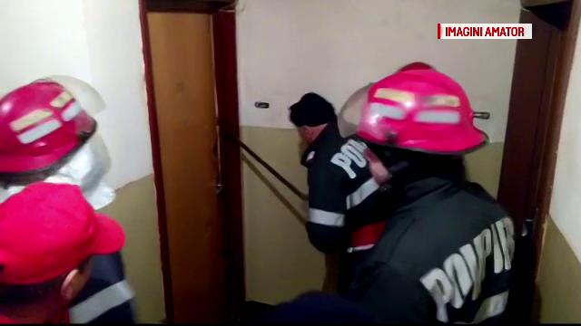 Doi batrani dusi la spital in stare grava. Sotii au fost gasiti lesinati in casa, dupa ce pompierii le-au spart usa