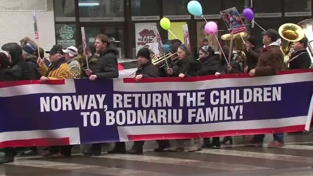 400 de oameni au iesit in strada la Bacau si au cerut statului norvegian sa returneze copiii familiei Bodnariu