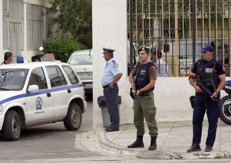 Trei irakieni, suspectati ca ar fi jihadisti, au fost arestati in Grecia. Barbatii aveau asupra lor un arsenal impresionant