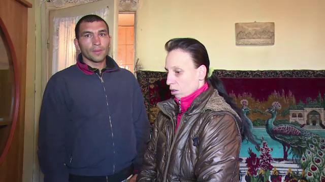 O familie din Husi, terorizata de