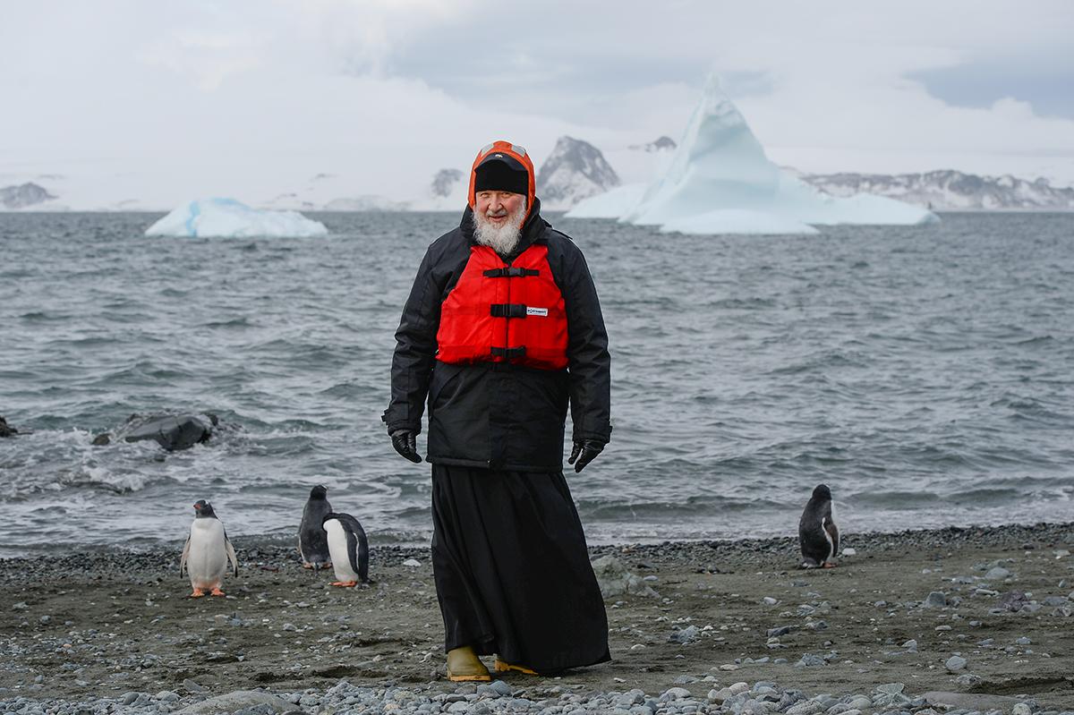 Dupa Papa Francisc, patriarhul Rusiei s-a intalnit cu un pinguin. De ce a ajuns seful Bisericii Ruse la Polul Sud