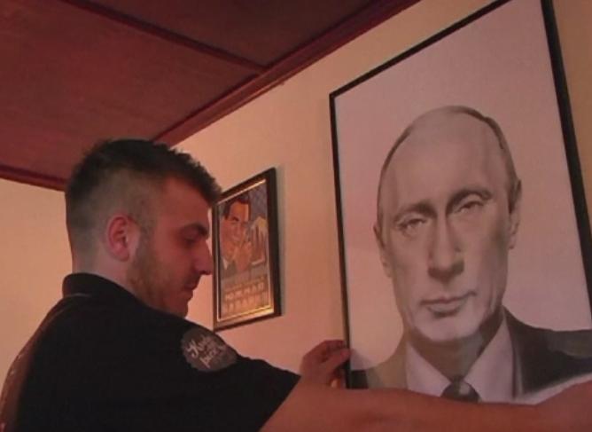 O cafenea din Serbia poarta numele lui Vladimir Putin si este decorata cu tablouri ale liderului rus. Ce spun clientii