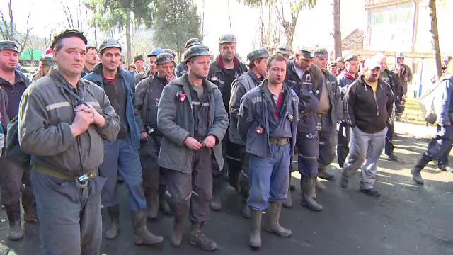 Protestele in Valea Jiului iau amploare. 300 de mineri de la Vulcan s-au alaturat celor din Lonea si s-au blocat in subteran