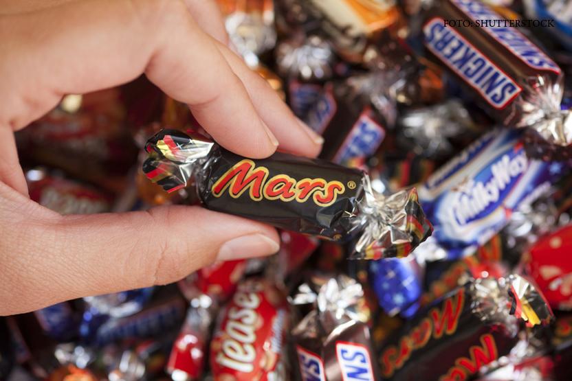 Loturi de Mars, Snickers si Milky Way retrase din 55 de tari, inclusiv Romania. Ce a fost gasit intr-un baton de ciocolata