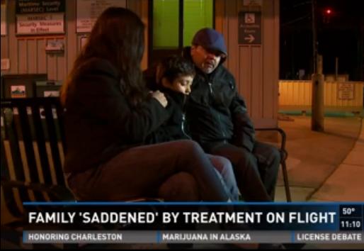 Un copil si tatal lui, bolnav de cancer terminal, au fost dati jos dintr-un avion. Motivul pentru care pasagerii au apludat