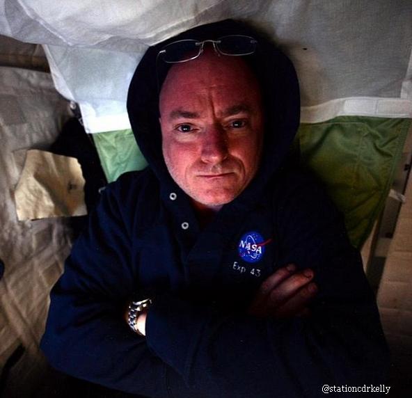 A baut 730.584 de litri de urina reciclata. Povestea incredibila a astronautului care a stat 1 an de zile in spatiu