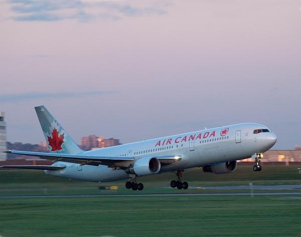 Zboruri directe către Toronto și Montreal pentru români, de anul viitor