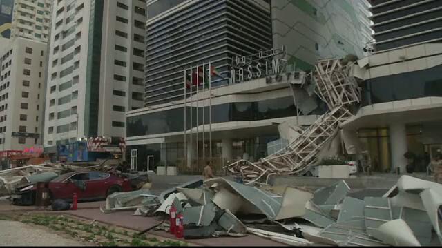 Panica in Dubai, dupa ce o macara doborata de vant s-a prabusit pe o strada aglomerata. Urmarile incidentului