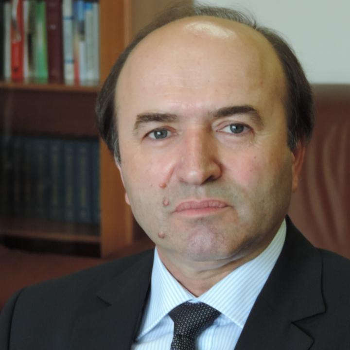 Tudorel Toader, fost judecator la Curtea Constitutionala, luat in calcul pentru functia de Ministru al Justitiei
