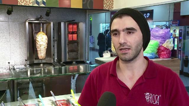Concluzia unui patron din Cluj, dupa ce a angajat doi refugiati la shaormerie: