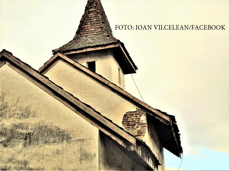 Politia l-a prins pe cel ce a profanat o biserica veche de 700 de ani din Ardeal. Ce a putut scrie pe un zid cu vopsea roz