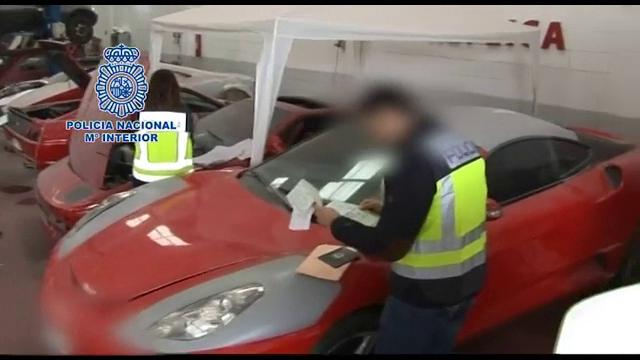 Replici ale unor masini de lux facute intr-un garaj, in Spania, scoase la vanzare pe internet. Ce pret avea un Ferrari fals