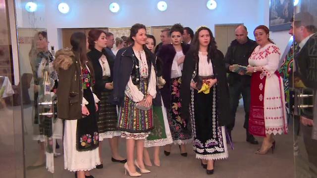 Parada a costumelor populare la Festivalul Izmenelor din Baile Herculane. Cu ce s-au laudat femeile