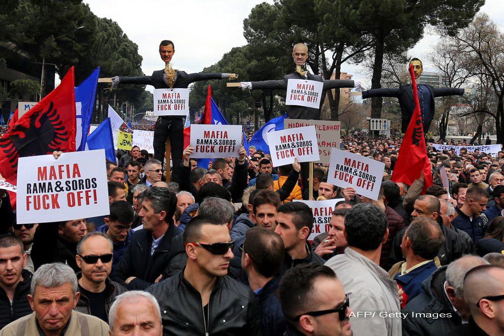 Protest in Albania inspirat de cele din Romania. 10.000 au cerut alegeri libere in fata Guvernului: