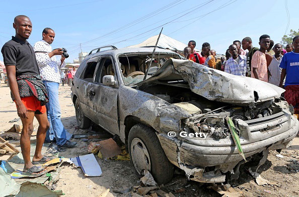 Cel putin 39 de morti si peste 50 de raniti dupa ce o masina a explodat intr-o piata din Mogadishu, Somalia