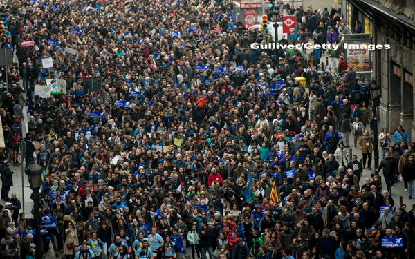Peste 100.000 de oameni au protestat in Spania, cerand Guvernului sa accepte mai multi refugiati: