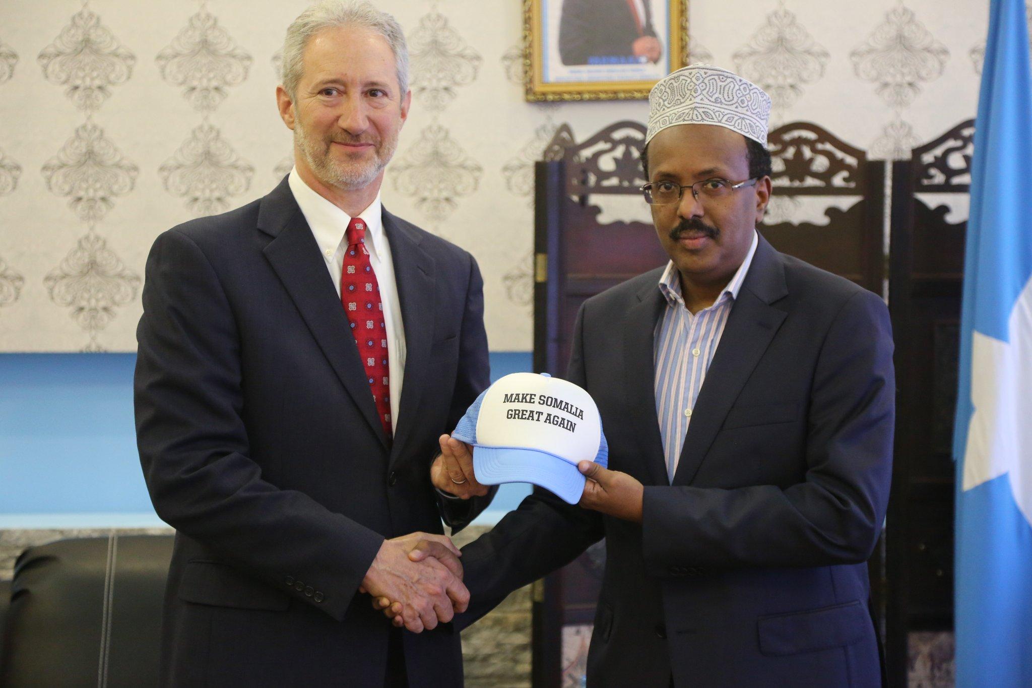 Gafa a diplomatiei americane in Somalia. Ce cadou i-a putut da ambasadorul SUA presedintelui acestei tari