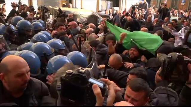 Mii de taximetristi au protestat in Italia fata de legislatia pro Uber. La Roma, manifestatia a degenerat in lupte de strada