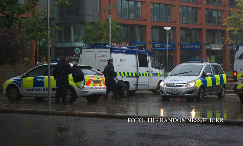 Interventie in forta a politiei britanice impotriva unui barbat
