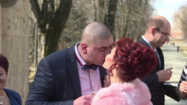 Ziua de Dragobete va ramane una de neuitat pentru un cuplu din Prahova. Cei doi s-au casatorit la Poarta Sarutului
