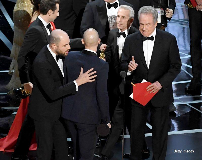 Warren Beatty explica gafa uriasa de la premiile Oscar.