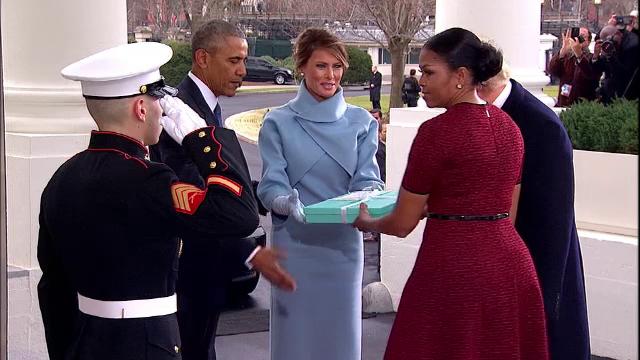 S-a dezlegat misterul. Ce a primit Michelle Obama de la Melania Trump, în cutia bleu