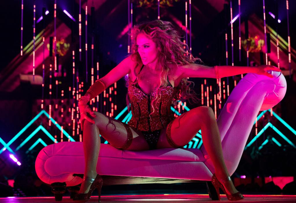 Jennifer Lopez, apariţie incredibilă înainte de Super Bowl. Artista a schimbat 7 ţinute. FOTO
