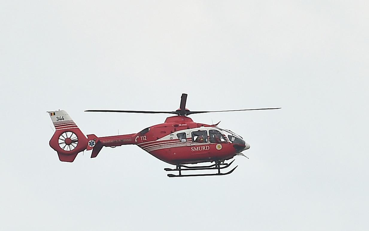 Elev din Titu dus cu elicopterul SMURD la spital, după ce a căzut de pe o bară, în curtea școlii