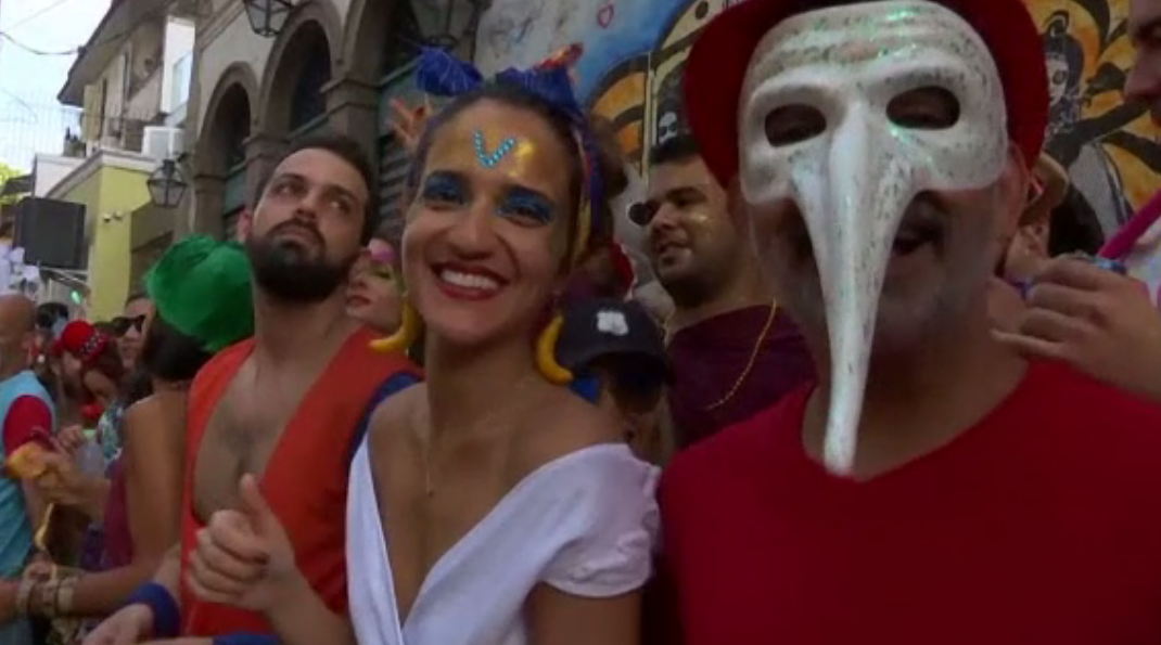 Petrecerile de stradă, colorate și zgomotoase au început la Rio de Janeiro și Sao Paulo