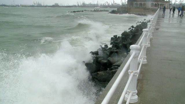 Un nou ciclon se apropie de România. Vântul a trecut deja de 70 km/h