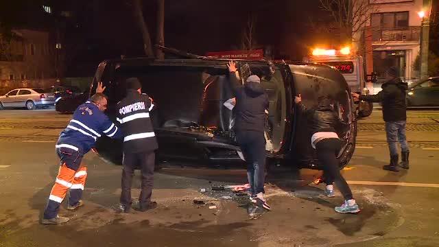 Accident în Capitală. La volan s-ar fi aflat șoferul directorului Poliției Comunitare Sector 3