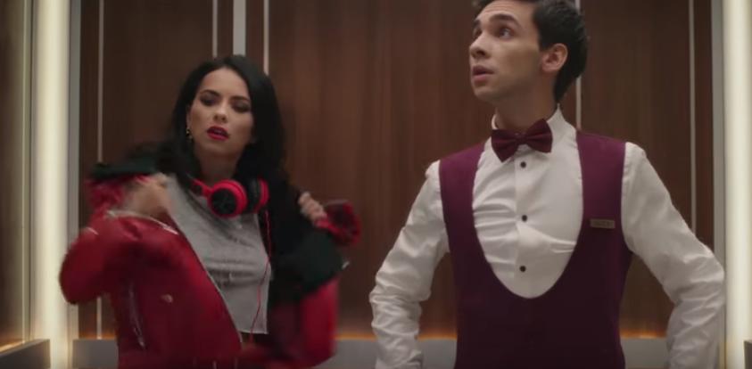 Cine este tânărul care apare alături de Inna în cea mai recentă reclamă Coca-Cola
