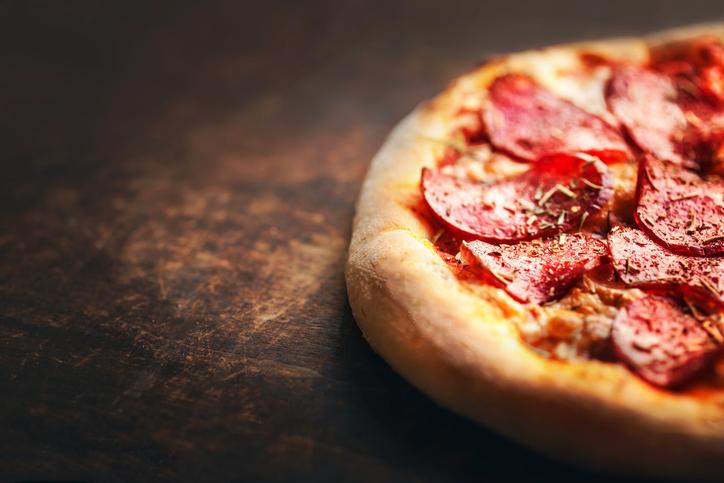 Pizzerii închise la Constanța, după ce au fost descoperite ingrediente expirate