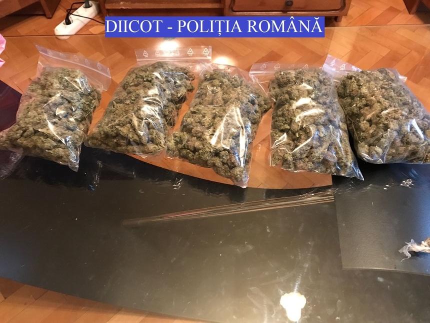 Peste 5.000 de pastile de Ecstasy descoperite la o grupare de traficanți de droguri, în Timiș